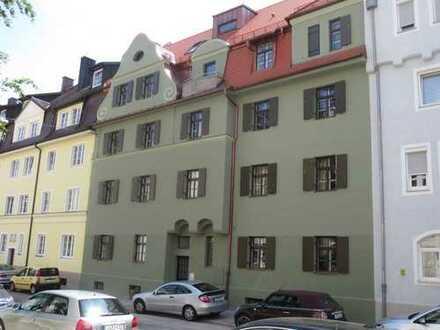 Barrierefreie, neuwertige 3,5-Zimmer-Wohnung mit Balkon und Gemeinschaftsarten in Landshut
