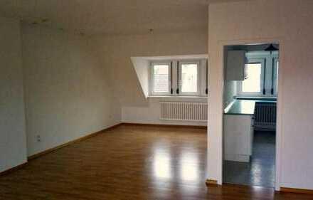 WG-Zimmer in Wohnung mit Dachterasse + riesigem Wohnzimmer