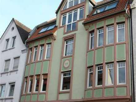 Top 3 Zimmer Altbau-Wohnung in Stadtmitte mit großem Balkon - Komplettrenovierung vor Einzug