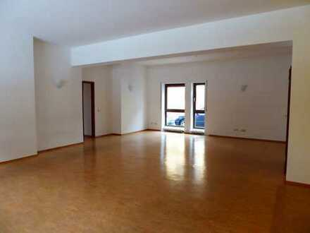 3-4 Büro-oder Praxisräume -102 m² - zentrumsnah - 3 Kfz-Außenstellplätze!!