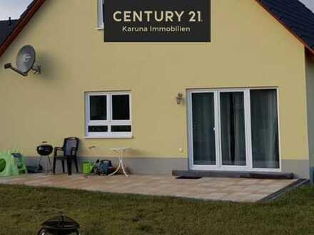 Freistehendes Haus mit schöner Terrasse