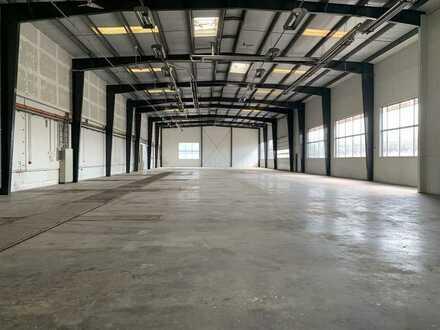 Große Halle mit Büros in Essingen - Nähe B29 zu vermieten