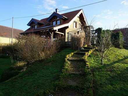 Traumobjekt nicht nur für Pferdebesitzer: Holzhaus (1-FH mit ELW) auf Neubauniveau mit Paddock