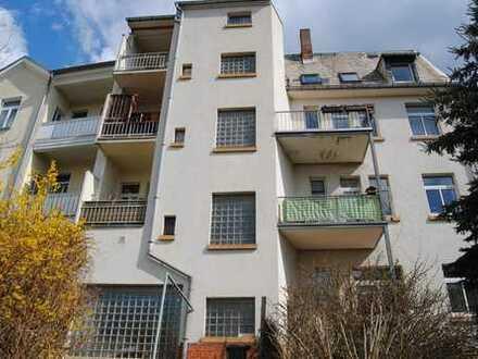 gemütliche Dachwohnung in Krankenhausnähe, perfekt für kleine Familie mit schönem Stadtblick
