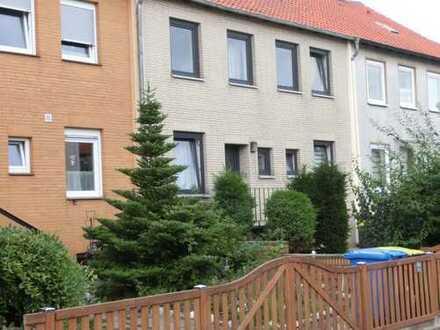 Gepflegte 3-Zimmer-Wohnung mit Garten und Garage