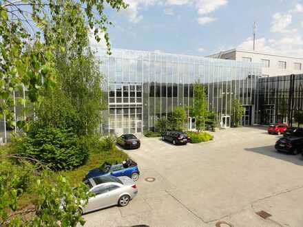 Montage- bzw. Lagerhalle mit Laderampen und Büroflächen 1750 qm