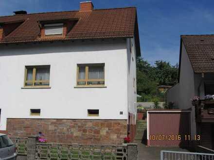 Modernisierte 4-Raum-Wohnung + Küche + Dusche mit Terasse in Weibersbrunn