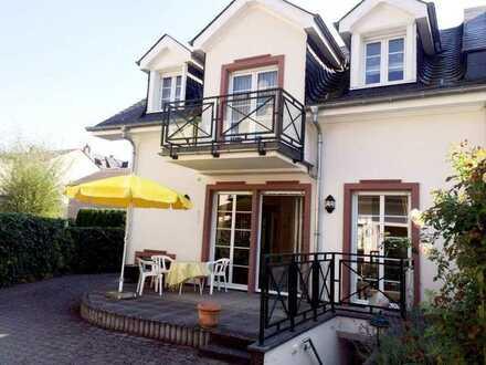 Eltville-Stadt: Lux. EFH in ruhiger Lage, 2 Schlafz., 2 Bäder, hochw. EBK, schöner Weinprobierkeller