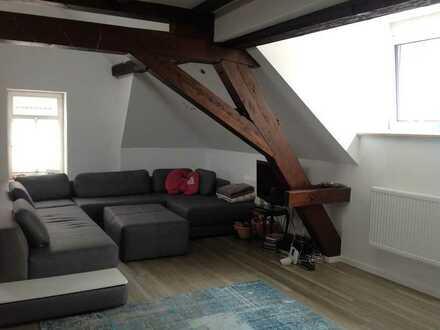 Wunderschöne modernisierte Altbau Wohnung mit großer Dachterrasse, EBK und Stellplatz