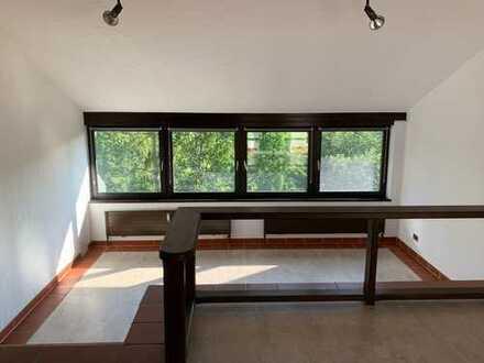 Dreieichenhain: Helle, sehr ruhige Wohnung mit zweieinhalb Zimmern und Balkon