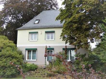 SCHMUCKSTÜCK - Hochwertig sanierte Villa - Ein-/Zweifamilienhaus mit parkähnlichem Garten
