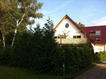 Dachgeschoss-Wohnung im Grünen mit großer Terrasse