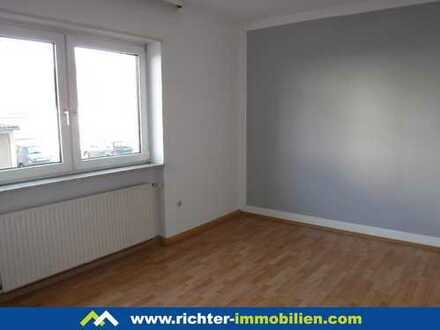 Friedrich-Ebert-Straße: 2 ZKB mit Tageslichtbad und Balkon im EG