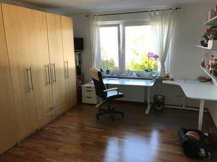 Möbliertes 23qm Zimmer in 3er WG