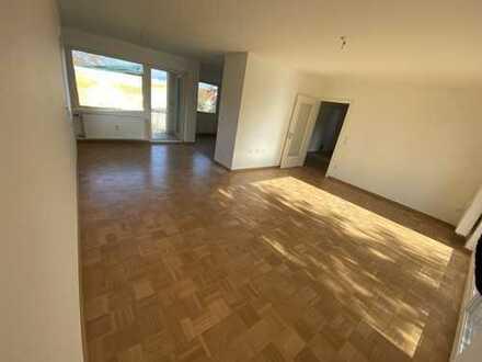 Erstbezug nach Sanierung mit Balkon: Exklusive 4-Zimmer-Wohnung in Eschenau