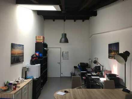 Büro im Herzen der Überseestadt, Dachgeschoss, 2.OG, restauriert und modernisiert mit Glasfaser