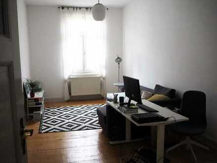 Helle, ruhige 2-Zimmer-AB-Wohnung mit Balkon u. EBK in Frankfurt-Bockenheim