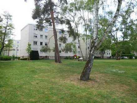 Sehr schöne 3 Zimmer Wohnung, 74 qm, mit Balkon und Einbauküche, nahe Nürnberg Messezentrum