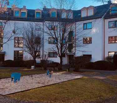 Gepflegte 2-Zimmer-DG-Wohnung mit Einbauküche in Sendling, München