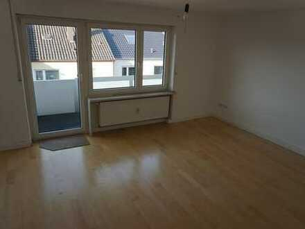 Ruhige, gut angebundene 3-Zimmer-Wohnung mit Balkon in Augsburg-Oberhausen