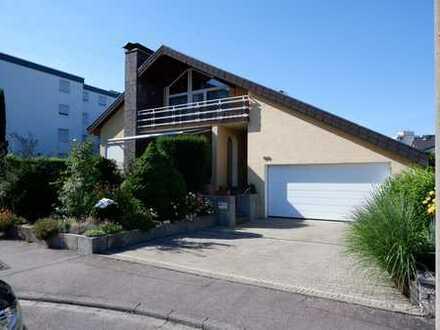 Gepflegtes Einfamilienhaus mit neuwertiger EBK ,2 Terrassen,2xBalkon sowie Doppelgarage in Renningen