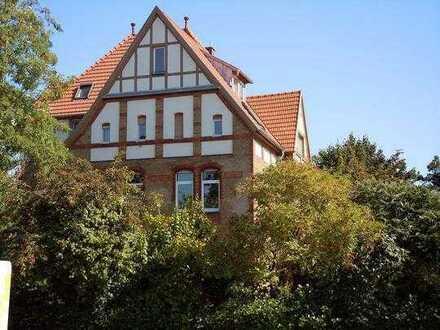 Sanierte Wohnung in einer ehemaligen Goldschmidtvilla mit dreieinhalb Zimmern und EBK in Mannheim