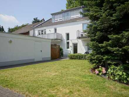 Maisonette-Wohnung mit hochwertiger Ausstattung und großer Garage in Rheinnähe!