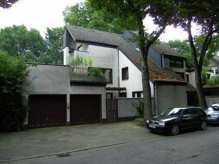 Großzügige, wunderschöne und frisch renovierte Wohnung mit 30qm großer Dachterrasse.