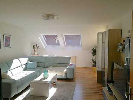 Gepflegte 2-Zimmer DG-Wohnung mit Balkon mit Stellplatz in Zell i. W.