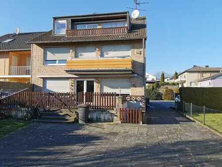 Habbelrath-ruhige Lage: große, helle 4-Zimmer-Gartenwohnung inkl. 2 Garagen!
