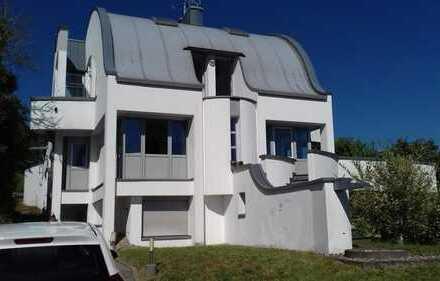 Hauptwohnung in einem Architektenhaus in schöner Wohnlage
