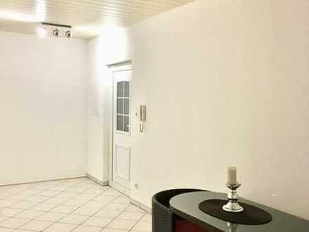 Gepflegte 1-Zimmer-Wohnung mit Balkon und Einbauküche in Großkarlbach