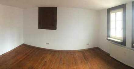 Für Liebhaber: kleines eigenes Häuschen im Innenhof mit drei Zimmern in N/W