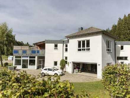 Wohn- und Geschäftshaus in einzigartiger Schwarzwaldkulisse