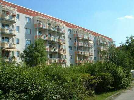 Kleine 2-Raumwohnung in Bergen-Süd mit Balkon und Aufzug