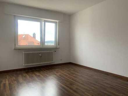 Gepflegte 2-Zimmer-Wohnung mit Balkon und Einbauküche in Pforzheim
