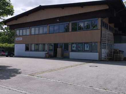 Lager- oder Produktionshalle mit Büroräume
