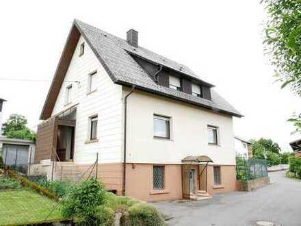 Freistehendes Einfamilienhaus mit kleinem Vorgarten...