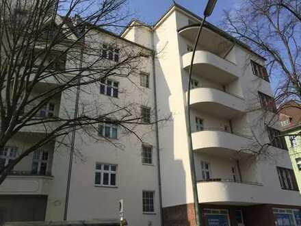 Steglitz: Gewerbeeinheit, saniert, vermietet als Ferienwohnung für sechs Jahre, Staffelmiete