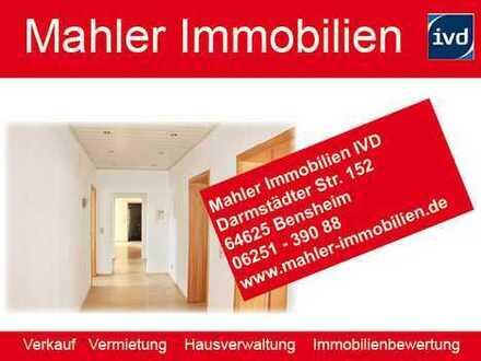 Moderne, helle 2.5 ZKB Wohnung mit Balkon und Wintergarten in zentraler Innenstadtlage