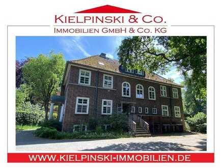 Großzügige Villa mit Anbau in Nienstedten mit viel Charme und Potenzial