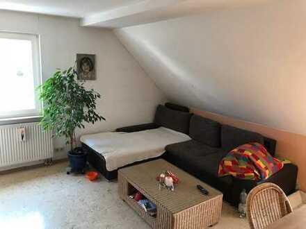 4- Zimmer DG Wohnung mit ausbaubarer Bühne in Schmiden