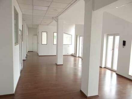 Moderne und vielseitig nutzbare Bürofläche mit praktischer Raumaufteilung im Zentrum von Vechelde