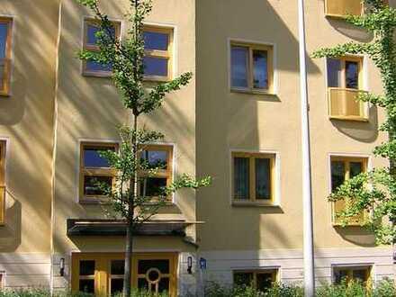 2-Zimmer-Erdgeschoss-Wohnung mit Einbauküche und Terrasse