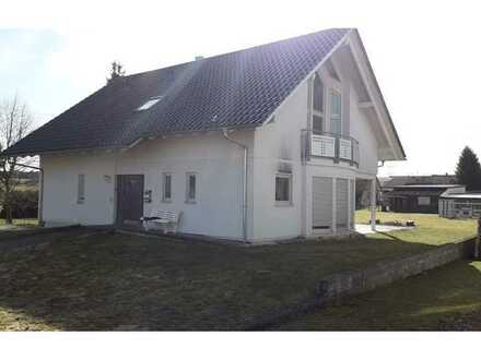 REMAX - Schöne Dachgeschosswohnung mit großem Garten