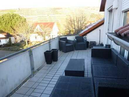 Schöne, neuwertige 3,5-Zimmer-Wohnung mit großem Balkon
