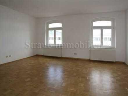 Helle Singlewohnung mit Parkett und Einbauküche...Stellplatz...WM...