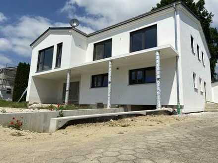 *Erstbezug nach Sanierung* Schöne 4-Zimmer Wohnung mit Garten