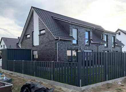Exklusive und moderne Doppelhaus-Hälfte auf begehrtem Eckgrundstück