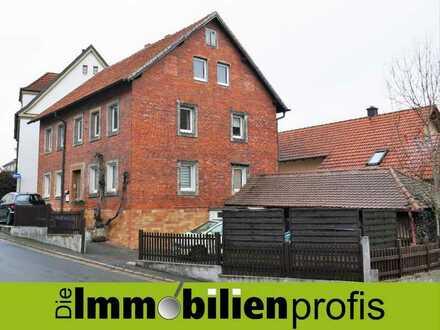 3083 - 500 m zur Bayreuther Eremitage: Modernisierungsbedürftiges Mehrfamilienhaus